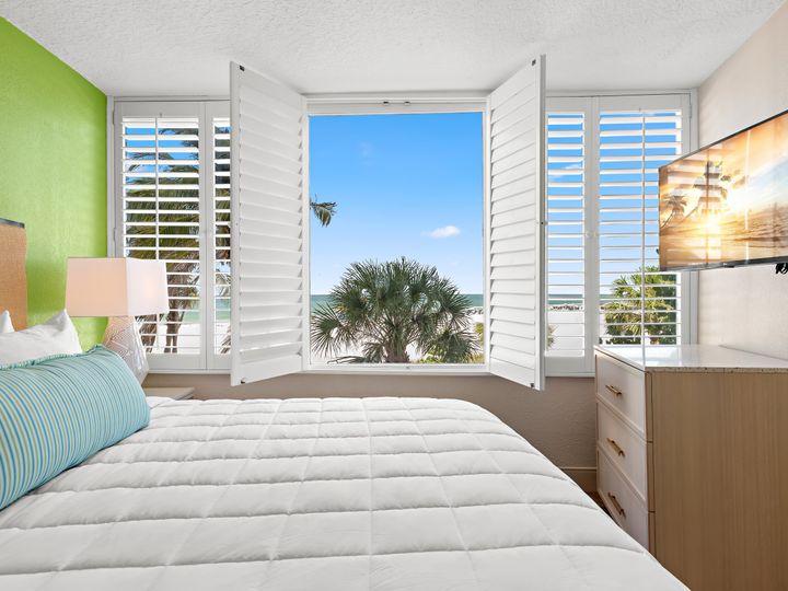 Tmx Gp Ocean Front Suite Bedroom View 51 11659 160468669469593 Saint Petersburg, FL wedding venue