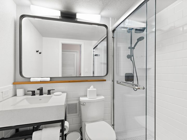 Tmx Gp Standard Guestroom Bath 51 11659 160468669970828 Saint Petersburg, FL wedding venue