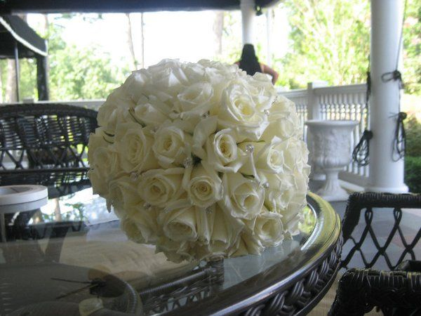 White table centerpiece flowers