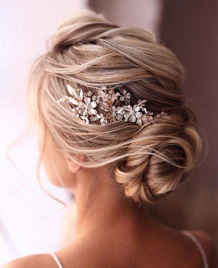 Flowing loose bridal hair