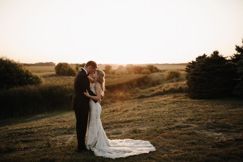 Kissing couple | Florapine Photography Creative