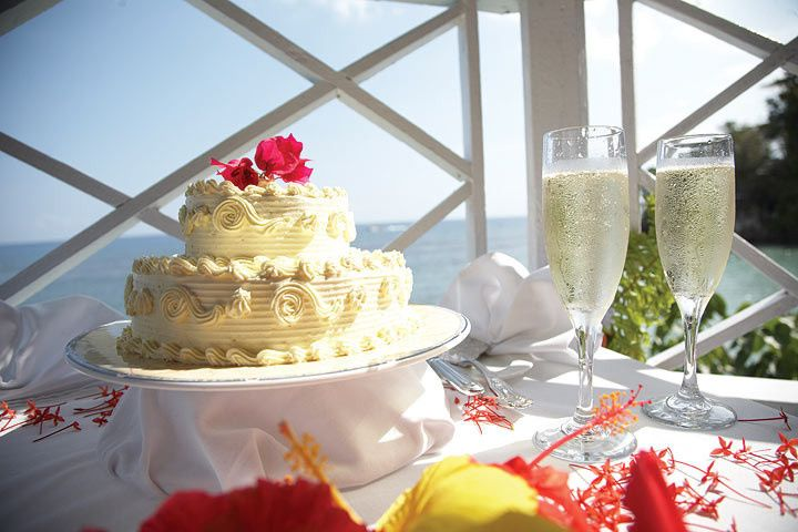 Wedding cake and champagne - Journey to Paradise Travel & Tours