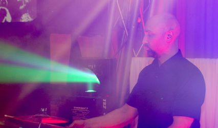 Robert V - Percussion / DJ Percussionist