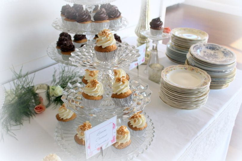 Vintage Wedding Cupcake Buffet