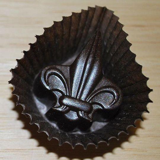 Fleur-de-lis chocolate favor