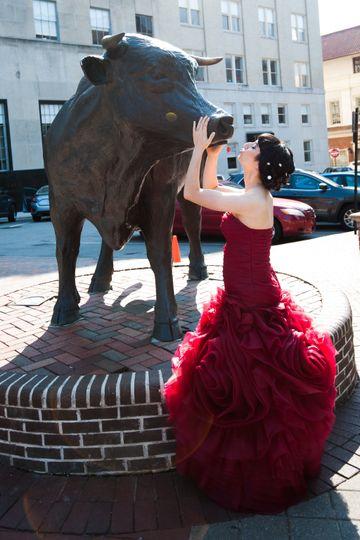 A bride by a statue