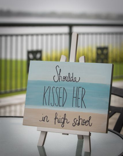 Shoulda kissed her wedding 1