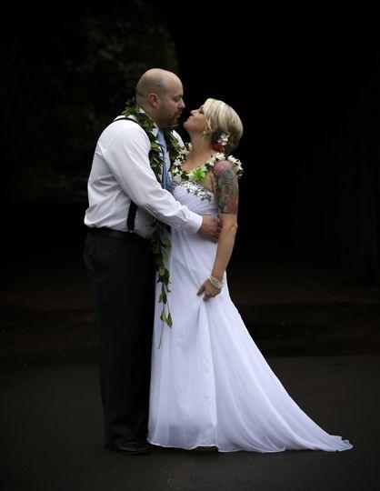 Shoulda kissed her wedding 5