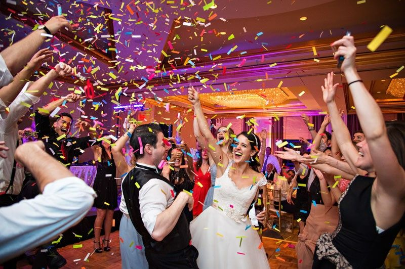 wedding party at recpetion with confetti 51 1027959 159122720420913