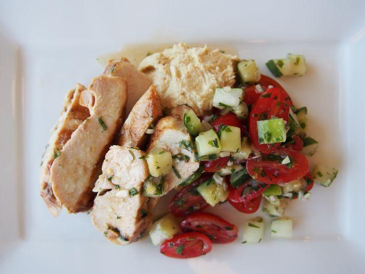 chicken hummus and tomato