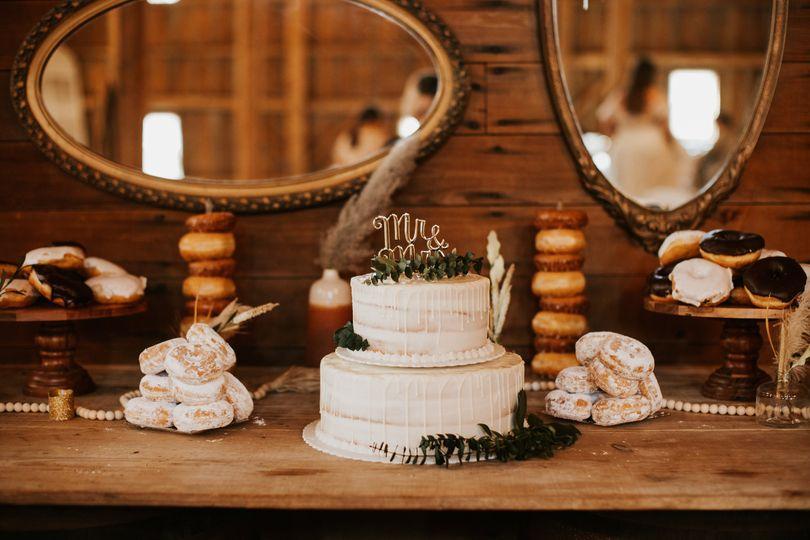 Cake/donut tablr