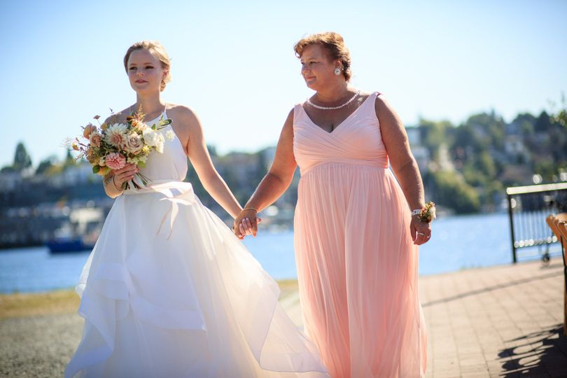 Gorgeous photograph of bride and mom captured by Cory Parris Photography, Seattle