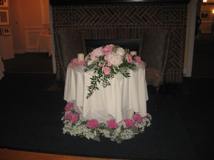 Floral decor on newlyweds' table