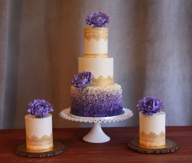 Purple flower decorated cake