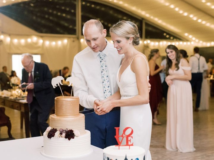 Tmx Emily And Billy Lauren Fair Associates2 51 787169 157574386845165 Philadelphia, Pennsylvania wedding cake