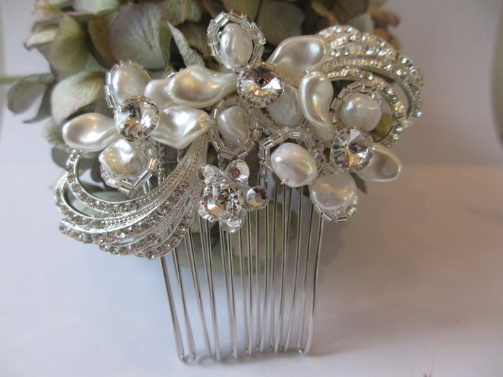 Elegant Floral SWIRL Crystal and Pearl Hair Comb