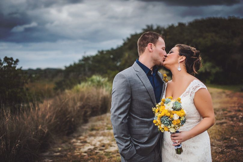 21e7bc033a74fc90 1524161136 b448e917ac358c75 1524161133501 5 Wedding kiss 2