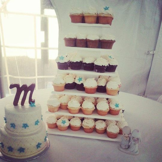 Cupcake Wedding with a Gluten Free Satellite Cake.  At Hidden Lake Winery