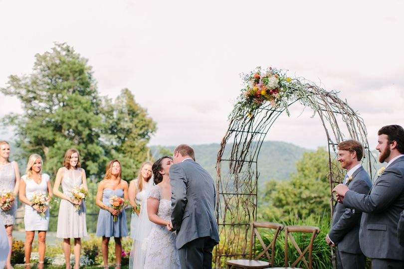 Wedding kiss - jennie andrews photography