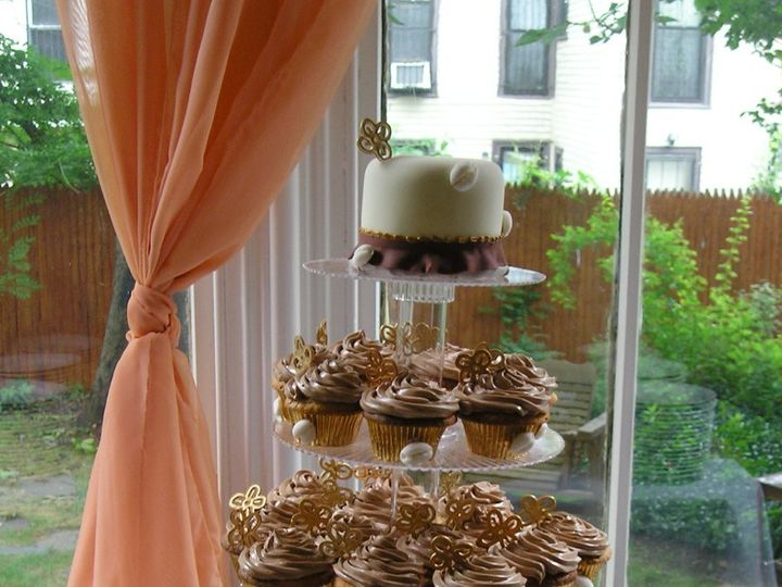 Tmx 1359585882653 Cupcakes005 Brooklyn wedding cake