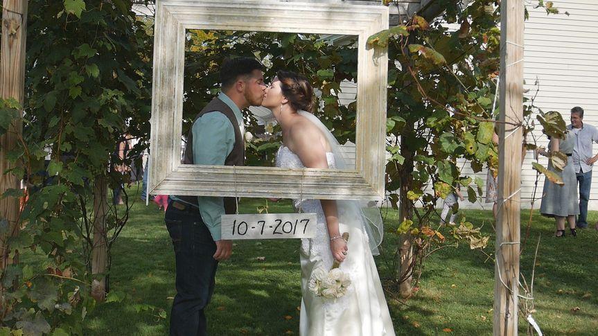kissing frame
