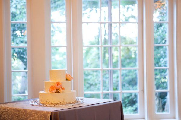 simple but beautiful wedding cake