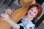 Harpist Naomi Alter image