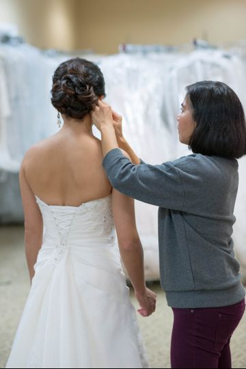 Fixing the bride's hair