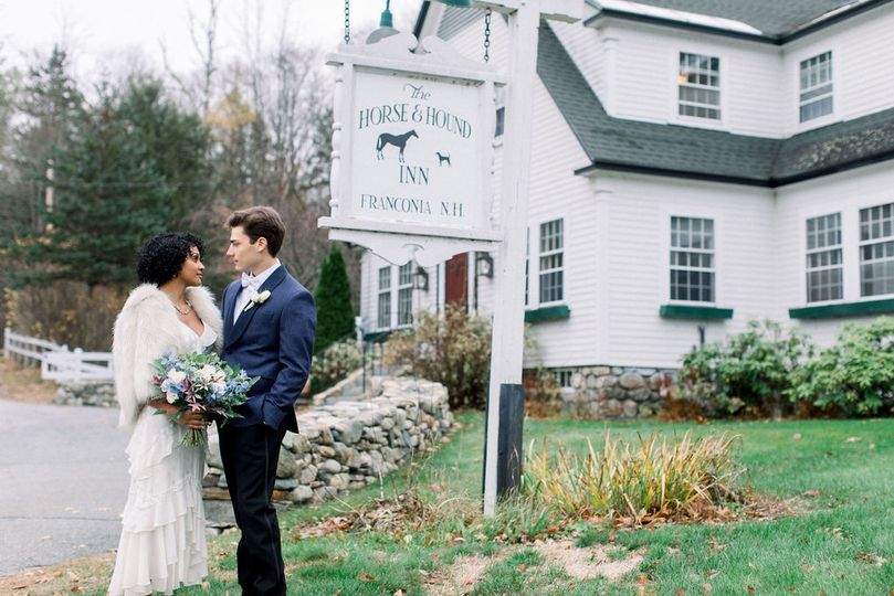horseandhound sign wedding couple 51 1994569 160478596850956