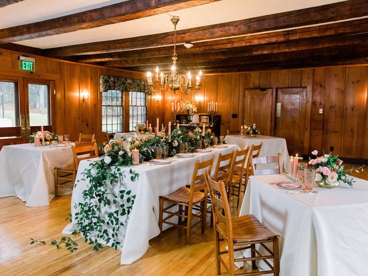 Tmx Horse And Hound New Hampshire Wedding Dining Room Pink Flowers 595 51 1994569 160478597494243 Franconia, NH wedding venue