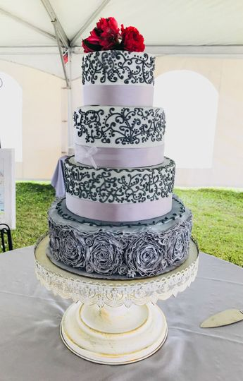 Stunning cake to add to the style