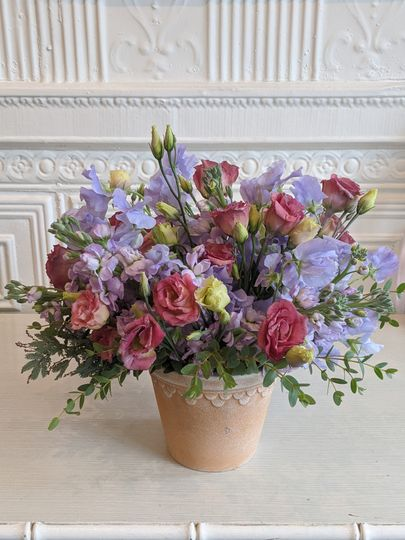 Sweet peas and lisianthus