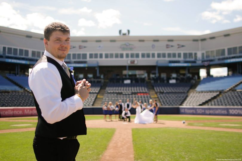 wedding pitching with photo credit