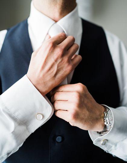 Detailed groom