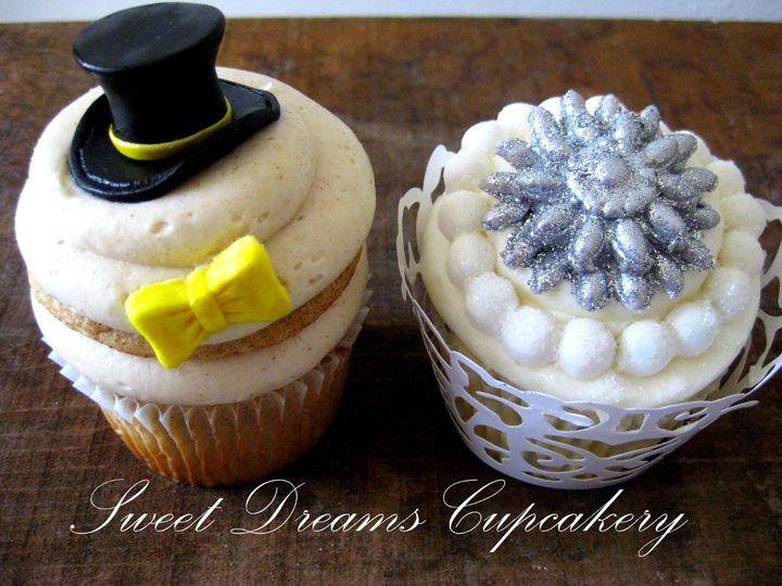 Custom Bride & Groom cupcakes