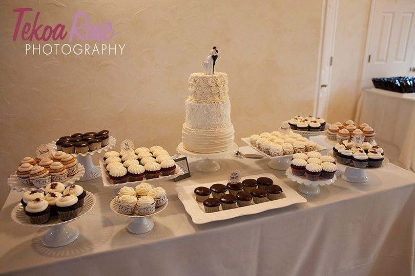 Vintage textured 3 tier cake & cupcake wedding display