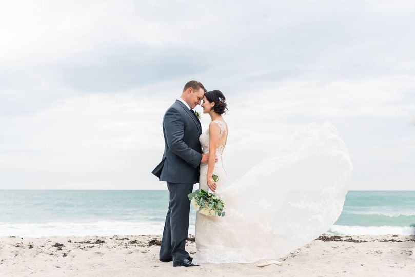 lisa marshall bride and groom beach 51 64669
