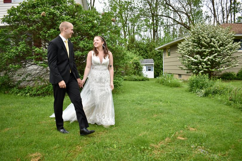Walking and holding hands - Madlin Photography