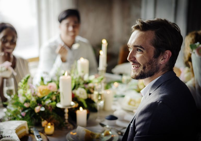 bride and groom having meal with friends at pudm5ny min 51 1055769