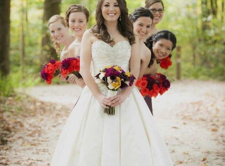 0404af4653c5c159 1527605879 cde573b42663c6b1 1527605905674 1 bride and bridesma