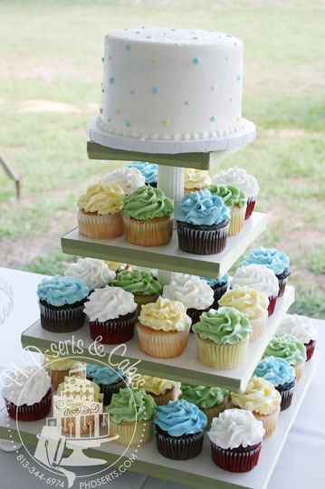 Wedding guests received cupcakes and the bride & groom were still able to perform the cake cutting...