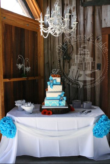 A gorgeous, sparkly cake that really popped in this country chic reception setting!