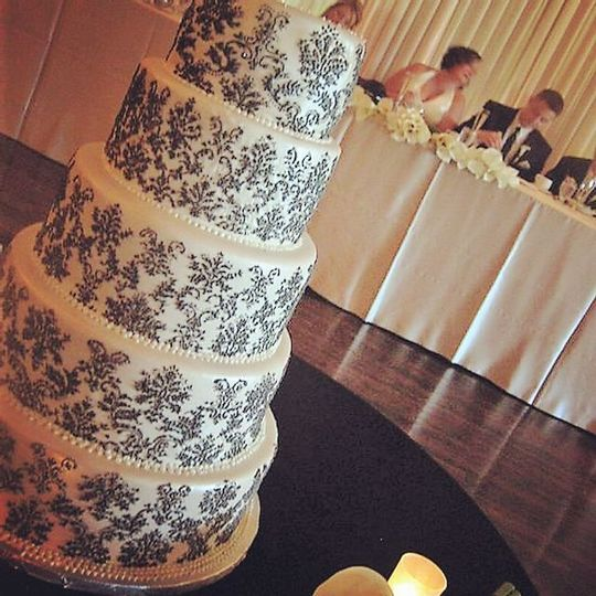 Black & White Damask by Queen Anne's Lace Cakes
