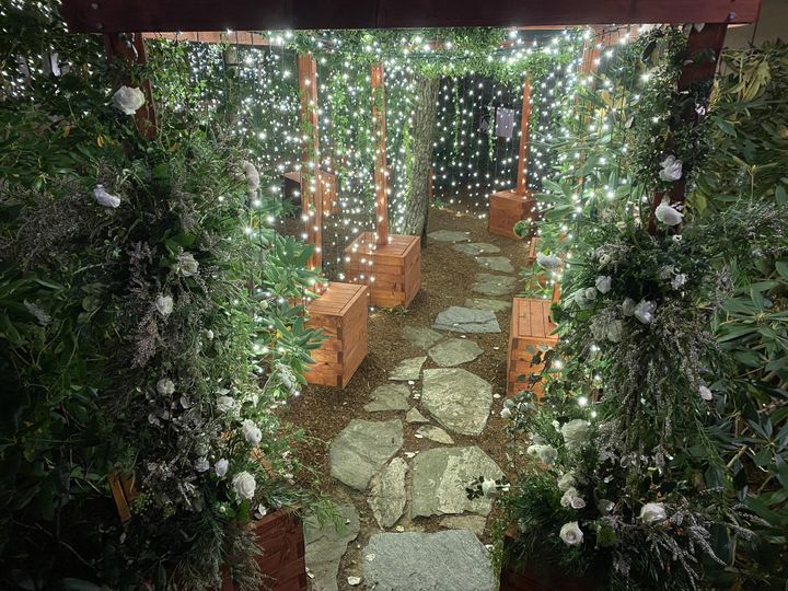 tunnel with boxes and floral 51 1904869 161185574693628