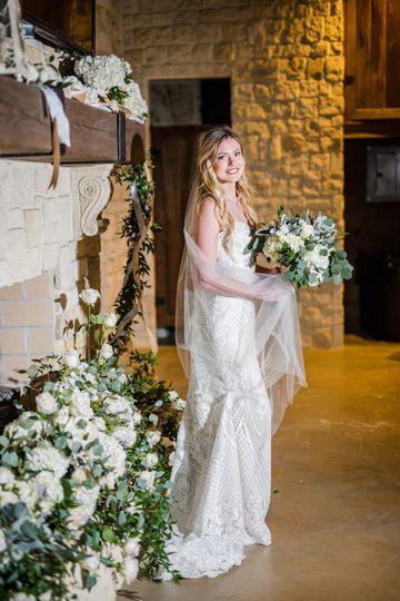 Chic White Bridal Flowers