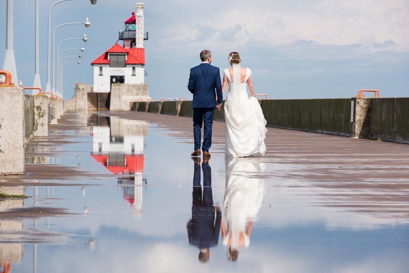 033f9eaa351ab93d canal park lighthouse wedding photo duluth mn