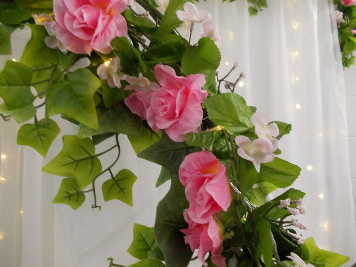 Pink flower garland, detail