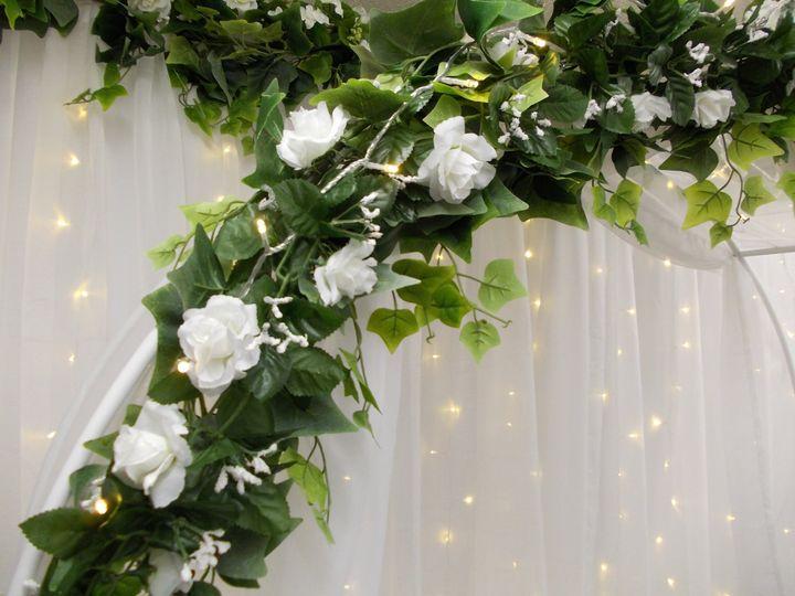 White flower garland, detail