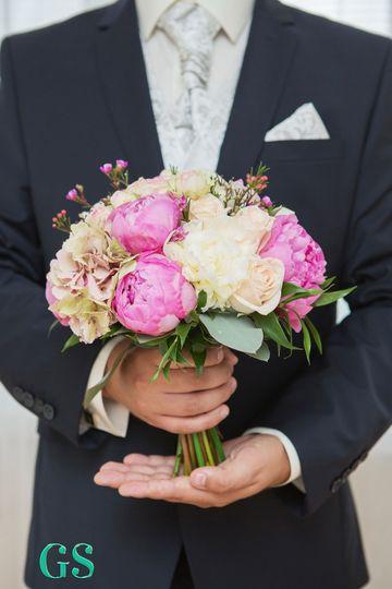 bouquet in groom hand