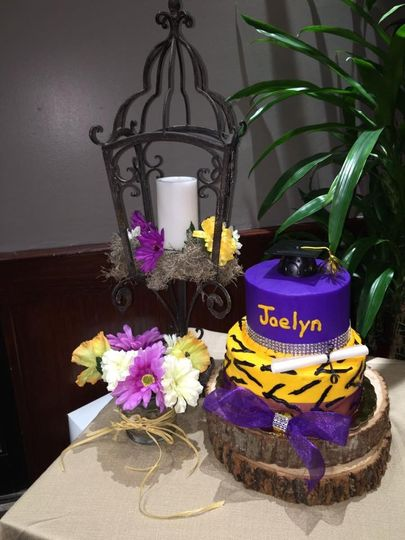 Flower decor and cake